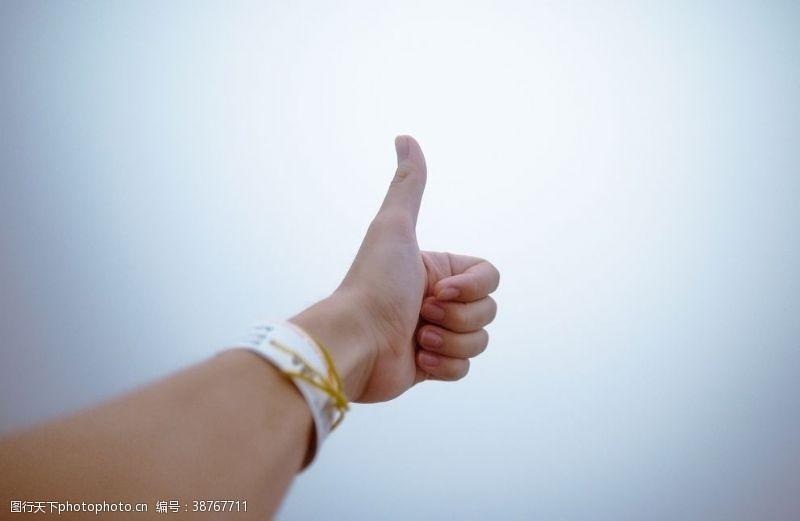 竖大拇指竖起大拇指