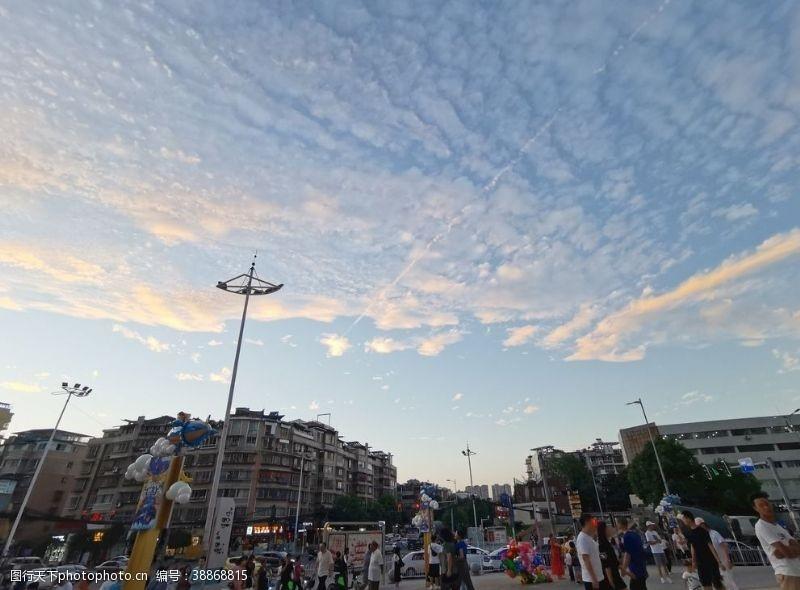 人流城市天空
