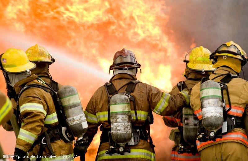 训练救火现场