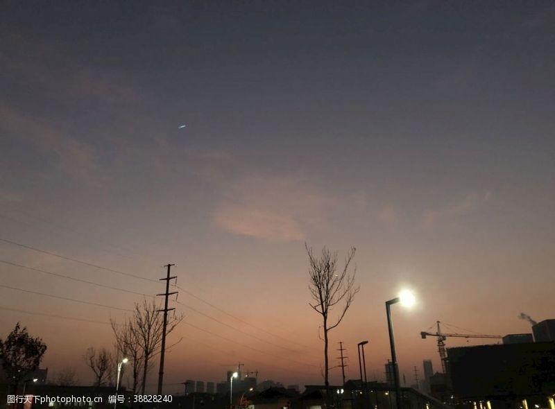 校园一角凌晨的青海民族大学