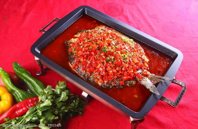 传统美食 剁椒烤鱼图片