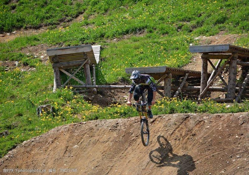 户外骑行 花样自行车图片