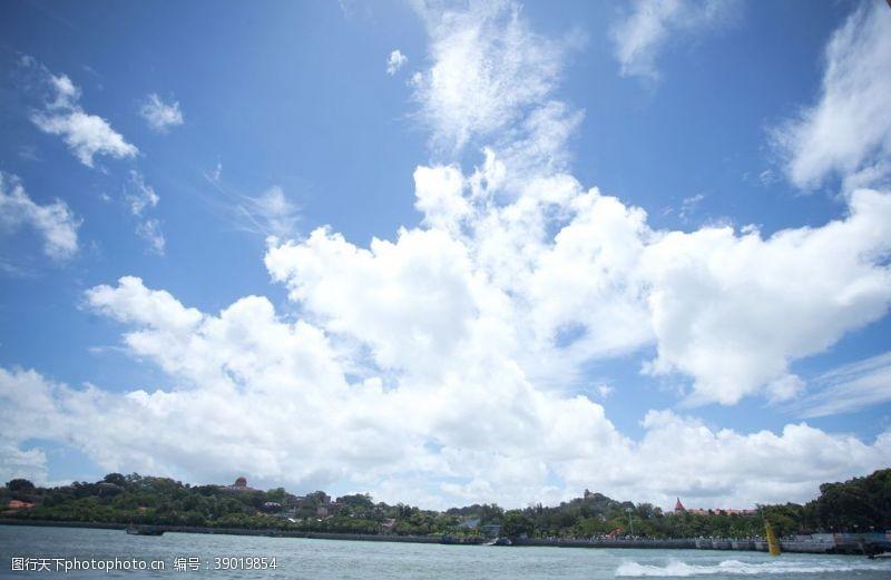 度假村蓝天白云图片