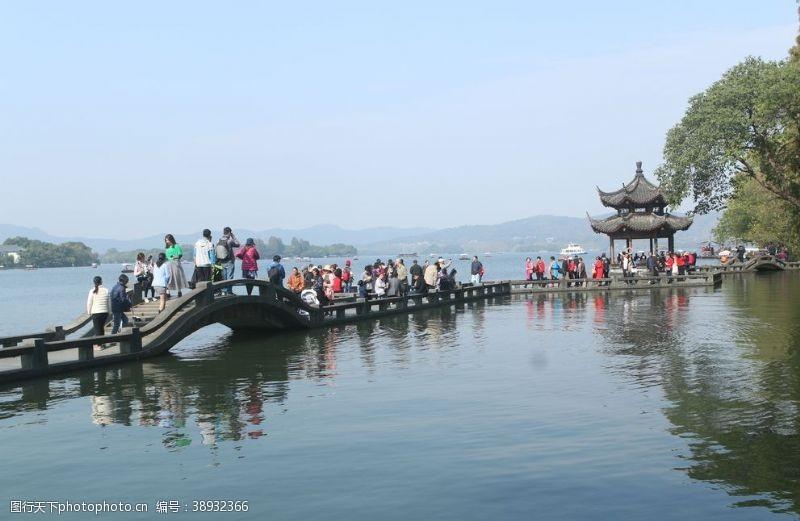 游人 西湖图片