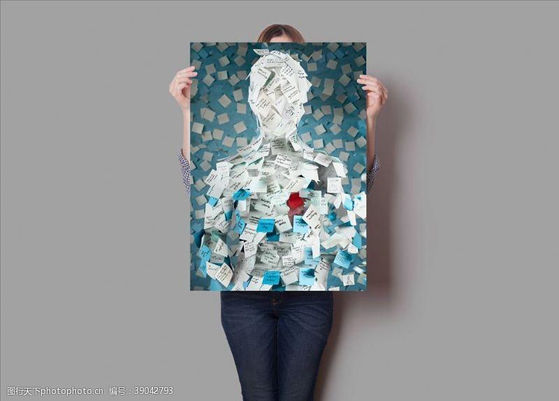 dm广告 手持海报样机图片