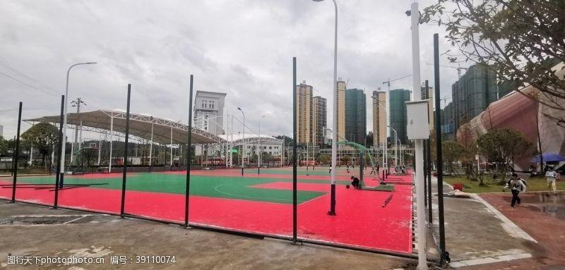 足球 现代化篮球场图片