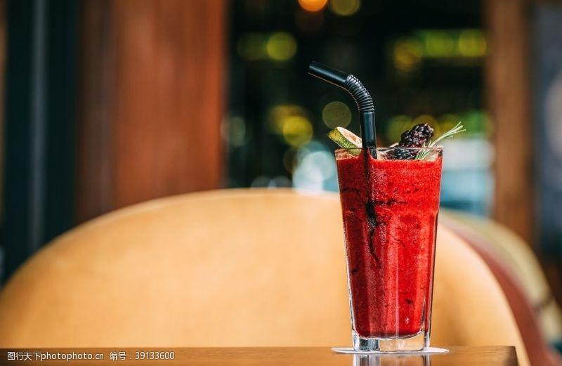 鲜榨水果 西瓜桑葚果汁图片